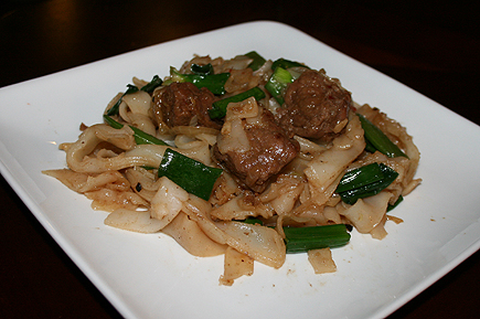 Daniel and I went to 99 Ranch Market to shop for groceries and decided to make pork chowfun. It's a fun and easy recipe - something I learned from my mom. To get the flavor? We used oyster sauce!