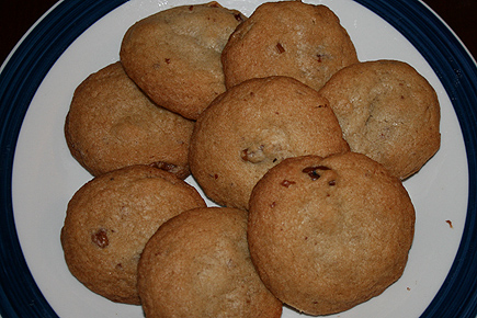 So I was reading Fitness Magazine one day, and saw a recipe for chocolate chip cookies (the healthy version!). Since I'm not a fan of chocolate chips, I tweaked the recipe by adding walnuts instead. I loved these cookies!! Not too sweet, and very moist!