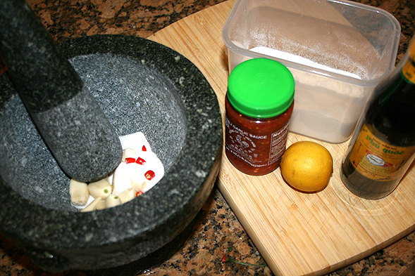 The ingredients you will need: fish sauce, 5-10 cloves of garlic, 1 thai chili, sugar, chili paste, lemon, and warm water.