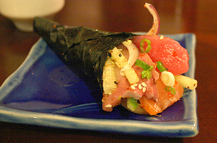 I wanted to make a crazy handroll by putting in all 3 kinds of fish. I call it the Krissy Handroll.