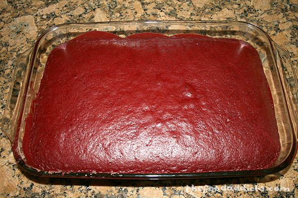 Start by baking a cake from a box. Here we used red velvet cake. Once done, put it in the fridge to cool completely.