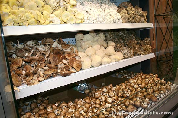 I was in mushroom heaven when I saw this display! I've never seen so many mushrooms in one peripheral view before. Too bad they weren't samples.