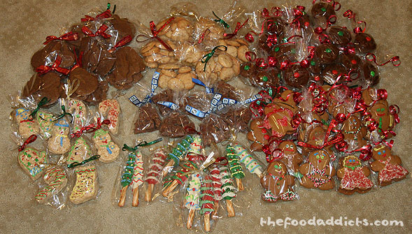 After putting all the holiday treats in their little plastic bags and tying ribbons on them, we were finally all set to put them in their baskets and send them off to people who would enjoy these cookies.