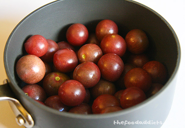 For this recipe, we used 1 lb of black cherry tomatoes. If you can't get your hands on this variety, then the regular red cherries will work fine.